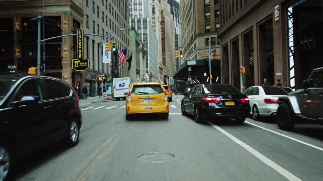 stockvideo's en b-roll-footage met driving through lower manhattan - lower manhattan