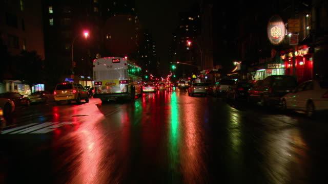 vídeos y material grabado en eventos de stock de ts / front view / driving through manhattan / new york city, new york, united states - luz trasera