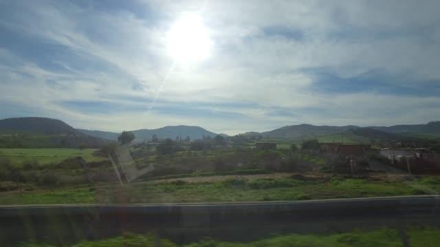 in der weihnachtszeit durch marokko fahren - panorama-ansicht vom autofenster - pjphoto69 stock-videos und b-roll-filmmaterial