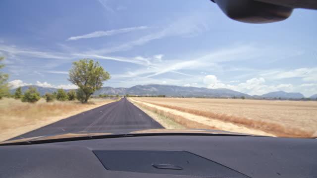 pov fahrt durch die landschaft der provence - region provence alpes côte d'azur stock-videos und b-roll-filmmaterial