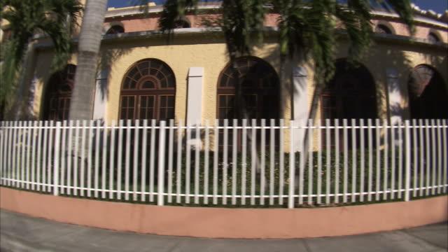 side pov driving through residential neighborhood in miami / florida, usa - 2007 stock-videos und b-roll-filmmaterial