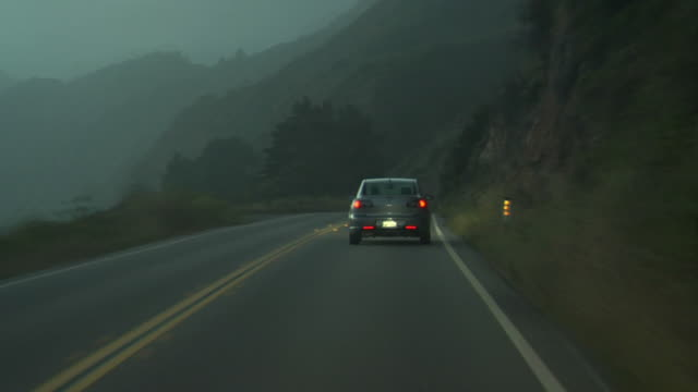 vídeos de stock e filmes b-roll de condução através de scenic vistas#05 - luz traseira de carro