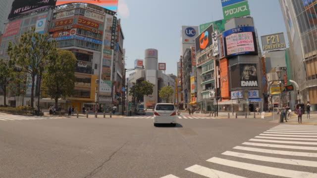 渋谷交差点を通る東京/空/コロナ時間 - 建物の正面点の映像素材/bロール
