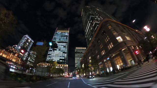 nachts durch wolkenkratzer fahren - low angle view stock-videos und b-roll-filmmaterial