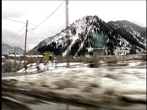 pov of driving through snowy streets of aspen - subjektive kamera blickwinkel aufnahme stock-videos und b-roll-filmmaterial
