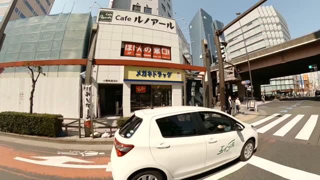 晴れた日に街をドライブ。秋葉原東京 - 道ばた点の映像素材/bロール