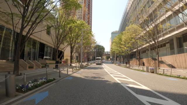 vídeos y material grabado en eventos de stock de conducir por la ciudad / keyakizaka - transporte terrestre