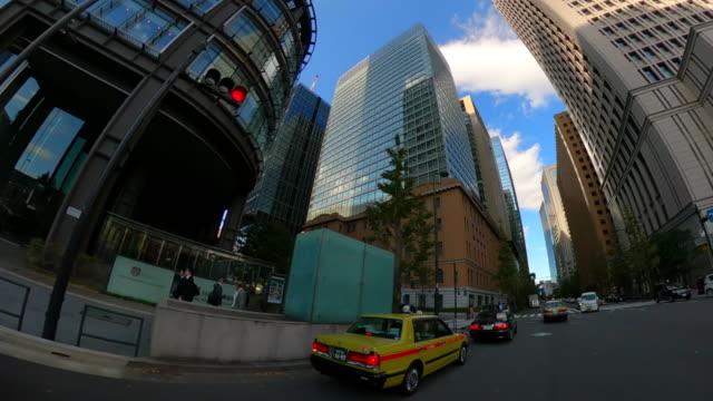 vídeos de stock e filmes b-roll de driving through the city - plusphoto