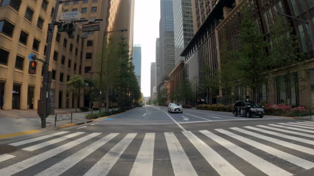 driving through the tokyo / empty / corona time - vanishing point stock videos & royalty-free footage
