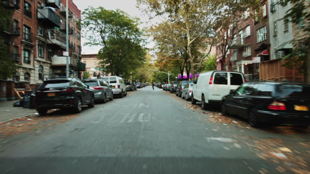 vídeos de stock, filmes e b-roll de driving through williamsburg - williamsburg new york