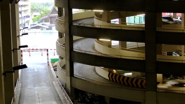 お車での駐車場 - セメント点の映像素材/bロール