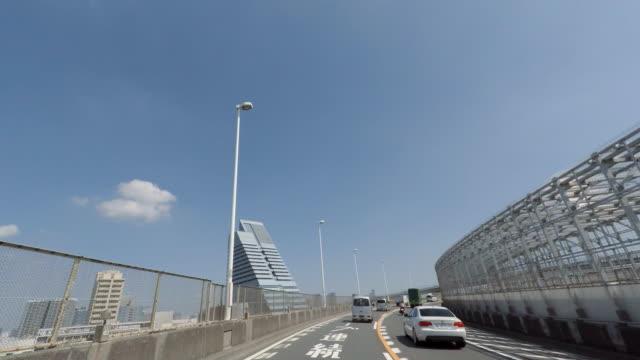 vídeos de stock e filmes b-roll de condução para passar rainbow bridge - 4 k - vedação