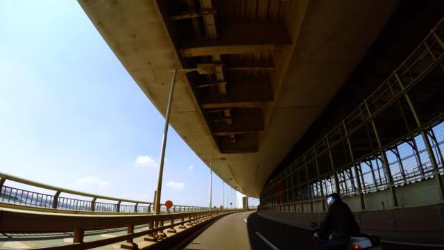 vídeos de stock e filmes b-roll de condução para passar rainbow bridge -wide- 4 k - vedação