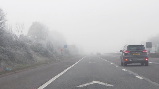driving/process plates driving in fog on a uk motorway - somerset england stock-videos und b-roll-filmmaterial