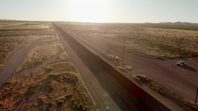drone 4k sunset footage of the border wall between the united states and mexico at the crossing of palomas chihuahua and columbus new mexico - politik stock-videos und b-roll-filmmaterial