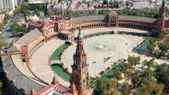 vídeos y material grabado en eventos de stock de drone 4k video of the plaza de españa - monumento