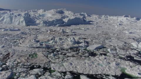 vídeos de stock e filmes b-roll de drone aerial of the ilulissat icefjord in western greenland. - ártico