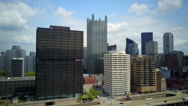 drone aerial showing classic view of pittsburgh, pa skyline from monongahela river side - pittsburgh video stock e b–roll