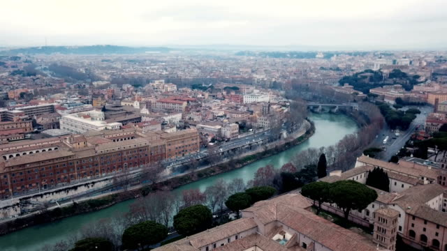 4k drone aerial video of rome with tiber river crossing it - basilica video stock e b–roll
