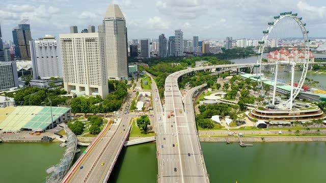 drone aerial view 4k footage of singapore skyscrapers with city. - sydostasien bildbanksvideor och videomaterial från bakom kulisserna