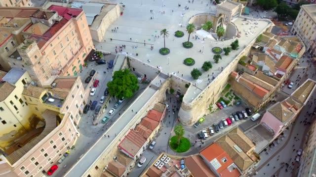 drone aerial view of bastione san remy square in castello district, downtown cagliari, sardinia, italy - terrazza video stock e b–roll
