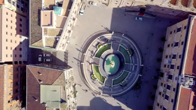 drone aerial view of pretoria fountain in palermo, italy,  a monumental fountain of palermo. it is located in the heart of the historic centre and represents the most important landmark of piazza pretoria - fountain stock videos & royalty-free footage
