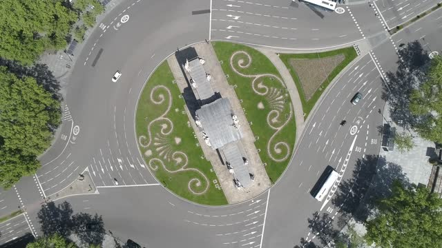 drone / aerial view of puerta de alcalá on december 3, 2020 madrid, spain. puerta de alcalá captured during the time of lockdown, due to covid-19... - neo classical stock videos & royalty-free footage