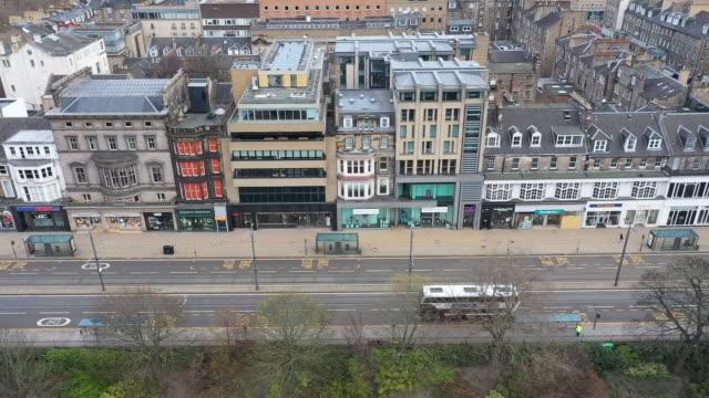 drone aerials of empty city during the coronavirus lockdown on 20 april 2020 in edinburgh, scotland - edinburgh scotland stock videos & royalty-free footage
