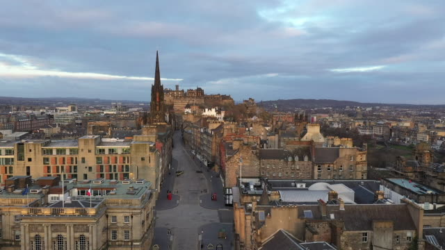 drone aerials of empty city during the coronavirus lockdown on 20 april 2020 in edinburgh, scotland - edinburgh scotland stock videos & royalty-free footage