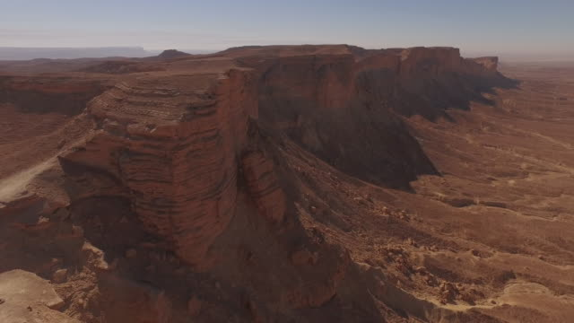 drone aerials of 'the edge of the  world' desert escarpment, near riyadh, saudi arabia - saudi arabia stock videos & royalty-free footage