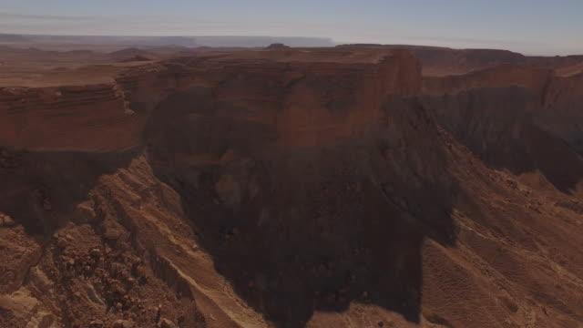drone aerials of 'the edge of the  world' desert escarpment, near riyadh, saudi arabia - riyadh stock videos & royalty-free footage