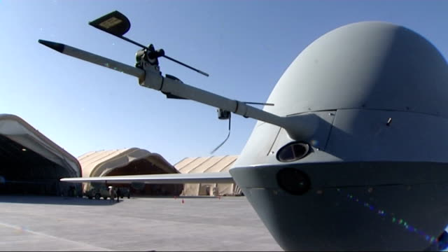 vídeos de stock e filmes b-roll de drone aircraft at camp bastion more shots of raf unmanned drone aircraft stationary on runway including close shots of camera laserguided bomb and... - armamento