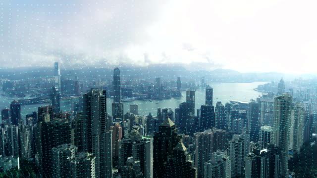通信における4kドローンとネットワーク技術はクモの巣であり、背景は香港の眺めです。 - ます目点の映像素材/bロール