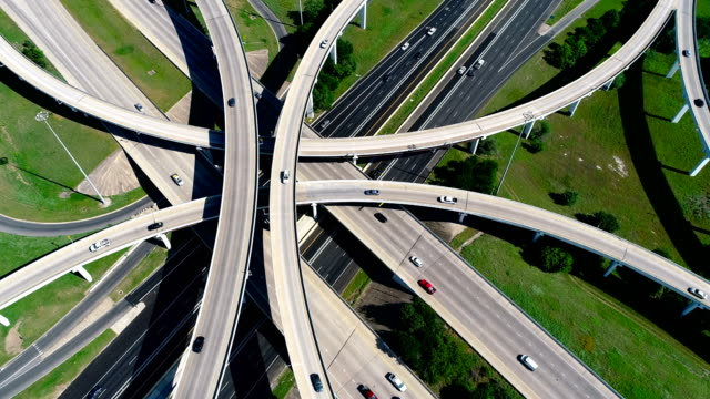drone angle looking straight drone above austin , texas interchange overpass highway - autostrada interstatale americana video stock e b–roll