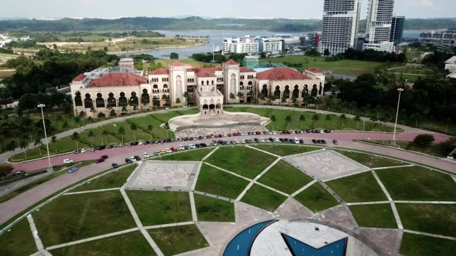 a drone approaches a government building in nusajaya johor bahru malaysia - johor stock videos & royalty-free footage