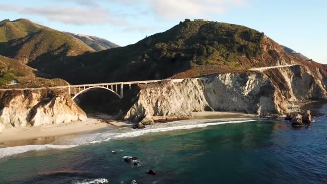 drone- bixby creek bridge-big sur, ca - kalifornien stock-videos und b-roll-filmmaterial