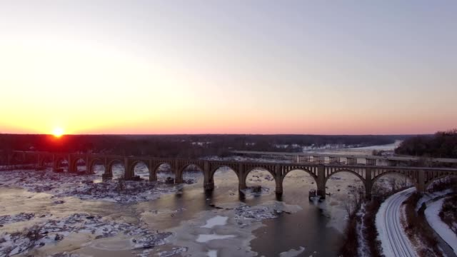 drone captures a sunset at pump house park in richmond virginia - バージニア州 リッチモンド点の映像素材/bロール