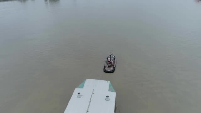 a drone captures a tugboat towing a barge up a river in delta canada - towing stock videos and b-roll footage