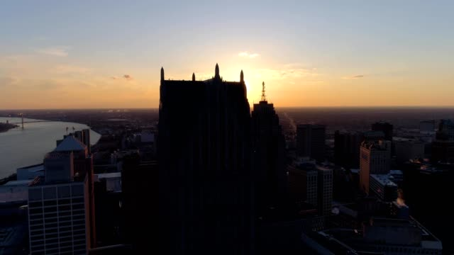 drone captures buildings of downtown detroit michigan during sunset - デトロイト点の映像素材/bロール