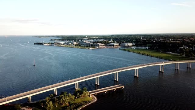 a drone captures chesapeake bay and the u.s. naval academy in annapolis maryland - maryland delstat bildbanksvideor och videomaterial från bakom kulisserna