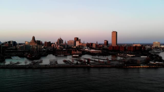 a drone captures downtown buffalo new york at sunset from lake erie - lago erie video stock e b–roll