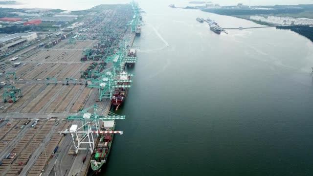 a drone captures port tanjung pelepas in geland patah johor malaysia - johor stock videos & royalty-free footage