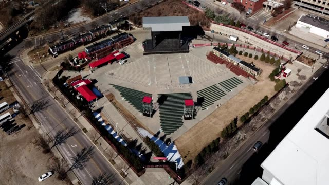 vídeos y material grabado en eventos de stock de a drone captures red hat ampitheater in raleigh north carolina - anfiteatro