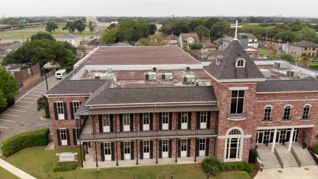 a drone captures the front of lakeview community center in new orleans louisiana - community center stock videos and b-roll footage