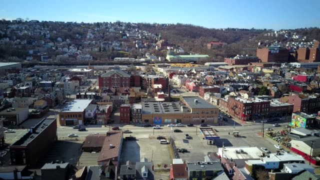 drone captures the south side of pittsburgh pennsylvania - pittsburgh video stock e b–roll