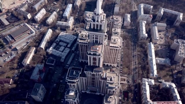 vídeos de stock e filmes b-roll de a drone captures triumph palace, the largest apartment building in europe, in moscow russia - rússia