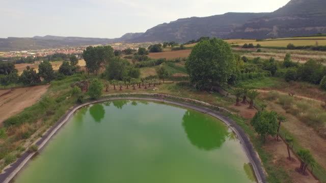 vídeos de stock, filmes e b-roll de drone cinematography inland - reservatório