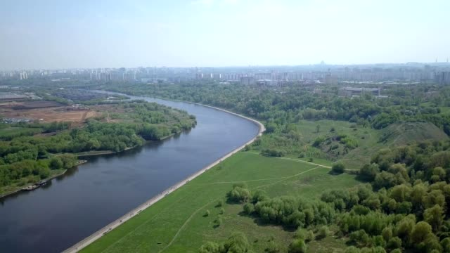 a drone flies above the moscow river in the kolomonskoye park area of russia - river moscva stock videos & royalty-free footage