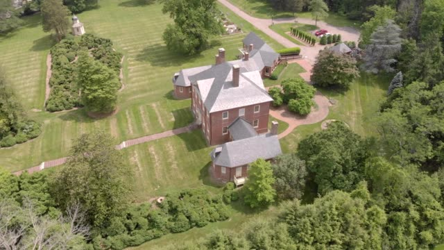 a drone flies around montepelier mansion in laurel maryland - maryland delstat bildbanksvideor och videomaterial från bakom kulisserna