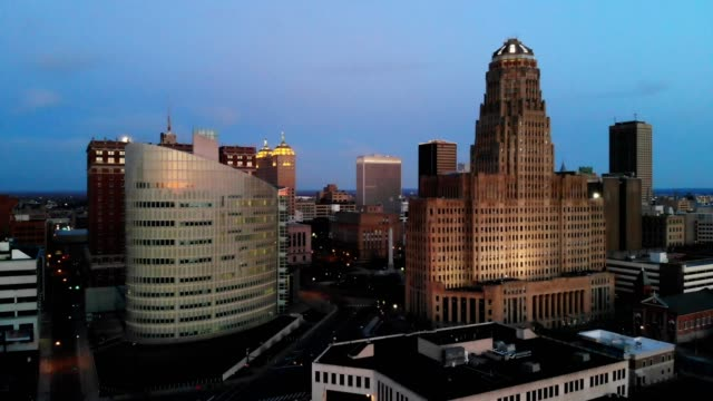 a drone flies into niagara square in downtown buffalo new york at dusk - buffalo new york state stock videos & royalty-free footage